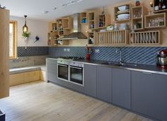 A concrete window seat and a storage wall made of wooden boxes feature inside this London house that has been renovated and extended by Mustard Architects Kitchen Units, Open Plan Kitchen, New Kitchen, Kitchen Dining, Interior Desing, Interior Architecture, London House, House Extensions, Kitchen Colors
