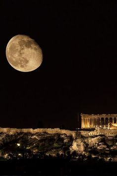 full moon over the Parthenon, Athens Greece Beautiful Moon, Beautiful World, Beautiful Places, Moon Photos, Moon Pictures, Santorini, Oh The Places You'll Go, Places To Visit, Parthenon Athens