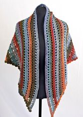 Casablanca Bonita openwork triangle shawl, free pattern from Cascade Yarns #crochet