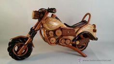 Moto de madera y mimbre hecha a mano. Tamaño 25x15 cm / Vintage en todocoleccion