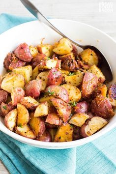 Garlic Parmesan Roasted Red Potatoes are an easy to make side dish that cooks in the oven right alongside your favorite dinners! Oven Roasted Red Potatoes, Smoke Sausage And Potatoes, Parmesan Roasted Potatoes, Roasted Garlic, Ham Dinner, Dinner Sides, Red Potato Recipes, Best Side Dishes, Grilling Recipes