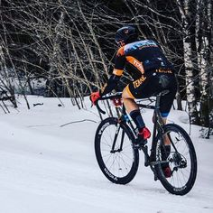 ...then all of the sudden, @rasputitsagravel became the next race on our schedule! With our local #almonteroubaix postponed to May 1 due to winter no f-ing off, our sights are now set firmly on next weekend's Rasputitsa. The field will be deep, and there might even be some snow on #cyberia , but we're ready for whatever the #northeastkingdom has to throw at us. The gnarlier the better! Can't wait!