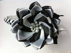 Украшение на ободок Канзаши / Черно - белый цветочек