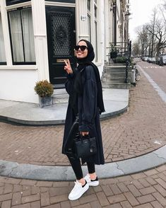 Muslim Fashion 514043744970355949 - peek of vinyl 👀 (I look really happy here, because the picture was taken before I ripped my trousers 👍🏽 Source by Hijab Casual, Hijab Outfit, Heutiges Outfit, Hijab Chic, Casual Outfits, Modest Outfits, Classy Outfits, Modern Hijab Fashion, Street Hijab Fashion