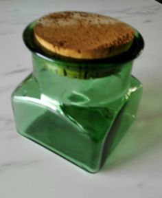 Vanha vihreä lasipurkki korkkikannella Pudding, Desserts, Food, Tailgate Desserts, Deserts, Custard Pudding, Essen, Puddings, Postres