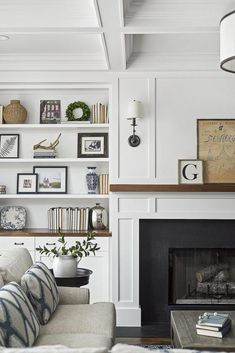 51 Dreamy Family Room Interior With Fireplace Design Ideas Fireplace Built Ins, Home Fireplace, Living Room With Fireplace, Fireplace Design, Home Living Room, Living Room Designs, Living Spaces, Fireplaces, Fireplace Ideas