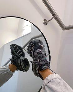 Dad Shoes, Me Too Shoes, Sneakers Fashion, Fashion Shoes, Sneakers Style, Mens Fashion, Woman Fashion, Fashion Dresses, Mesh Yoga Leggings