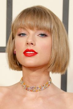 Swift slayed the Grammys #taylorswift. Sultry, Sexy Swift! Look at that lovely neck!