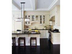 Cozinha: piso preto - Clique Arquitetura