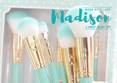 Get swept away in the magical sparkle of the Unicorn Sparkle Brush Set!♥♥ Made with metallic shine unicorn love, this set is perfect for creating a flawless face that sparkles as if straight from a fa