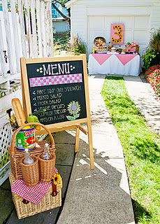party style: picnic party (Sandwiches, Potato Salad, Macaroni Salad, individual chip bags) Made for going to the park a very easy affair. Party Sandwiches, Sandwich Bar, Roast Beef Sandwich, Sandwich Ideas, Third Birthday, First Birthday Parties, First Birthdays, Birthday Ideas, Happy Birthday