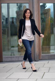 Wie trage ich Jeans im Büro?       Kann man Jeans im Büro tragen? Ja, aber es kommt auf mehrere Faktoren an!   Die enge Jeans, die ich...