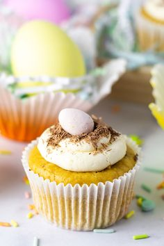 Easter treats don't have to be full of sugar or artificial sweeteners, and cupcakes don't have to be topped with giant mounds of frosting! A healthier approach to holiday treats would have a better-for-you cupcake (like these made with our protein fortified cake mix), and just enough flavor-packed frosting. Protein Cake, Easter Treats, Holiday Treats, Mini Cupcakes, Frosting, Sweets, Sugar, Healthy, Desserts