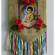 Bandeirão Chitão São João no Elo7   Dedo d´ Moça (F537DE) Summer Crafts, Diy And Crafts, Crafts For Kids, Arts And Crafts, Paint Brush Art, Mexican Folk Art, Decoration, Party Themes, Banner
