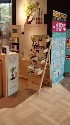 Stand Caudalie-Novembre 2014 -Paris Rak Display, Display Boxes, Display Shelves, Pop Design, Display Design, Booth Design, Pharmacy Design, Retail Design, Cosmetic Display