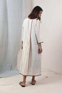 Tunic Designs, Kurta Designs, Sleeve Designs, Japan Fashion, India Fashion, Crochet Tunic Pattern, Calf Length Dress, Indian Bridal Fashion, Cotton Tunics