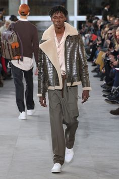 Louis Vuitton – Fashion Week Homme Paris A-H 2017-2018 http://sumo.ly/uNNT