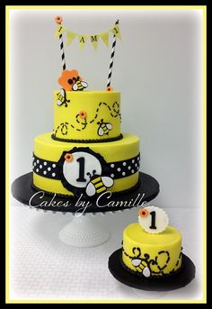 Bumble Bee cake with Matching smash Cake Bee Birthday Cake, Barbie Birthday, Birthday Ideas, Bee Cakes, Cupcake Cakes, Cupcakes, Bumble Bee Cake, Bee Party, Girl Baby Showers
