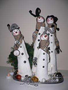Sneeuwkabouters. Papier macher, klei, verf, stofjes en creatieve vingers