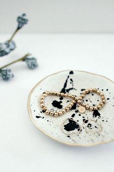 DIY-Ringschälchen im Faux Ceramic Trend. Schmuckablage mit Goldrand ganz einfach und schnell selber machen.
