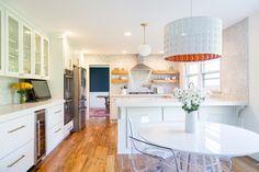A bright, yet warm kitchen in the Motor City uses slab-style cabinets to achieve a modern look. Kitchen And Bath, New Kitchen, Kitchen Ideas, Brass Kitchen, Warm Kitchen, Rental Kitchen, Kitchen Modern, Updated Kitchen, Layout Design