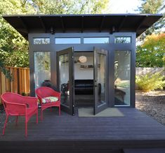 The original Studio Shed. From simple storage to studio spaces with lifestyle interiors, it's the backyard shed. Design and build your own backyard room from Studio Shed today. Shed Office, Backyard Office, Backyard Studio, Backyard Sheds, Modern Backyard, Outdoor Sheds, Home Office, Garden Sheds, Outdoor Office