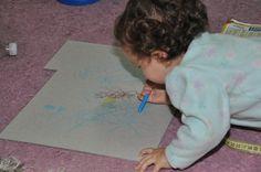 Desenhos no papelão.