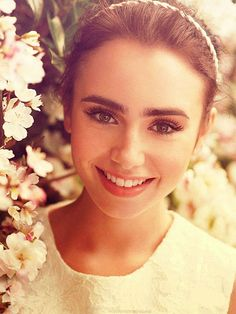 """// Lily Collins \\ ¶ How to grow out your eyebrows and avoid the """"un-groomed"""" look. Beauty Make-up, Natural Beauty Tips, Natural Makeup, Beauty Hacks, Hair Beauty, Beauty Guide, Beauty Ideas, Natural Skin, Make Up Looks"""