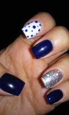 Uñas azules....con plata