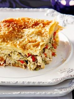 Κοτόπιτα με πιπεριές και μανιτάρια Greek Cooking, Easy Cooking, Cooking Recipes, Quiche, Mediterranean Recipes, Greek Recipes, Easy Snacks, International Recipes, Bowls