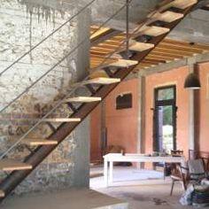 Vestíbulos, pasillos y escaleras de estilo Industrial de metal brut