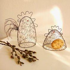 a kohout / Zboží prodejce Loreen Wire Bookmarks, Wire Art Sculpture, Wire Ornaments, Spring Projects, Bird Crafts, Galo, Chicken Wire, Crafty Craft, Wire Work