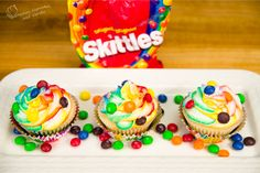 Skittles Cupcakes with Rainbow Icing (RECIPE + VIDEO TUTORIAL) - http://cakesmania.net/skittles-cupcakes-with-rainbow-icing/