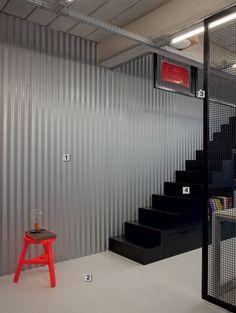 03-materiais-com-aspecto-industrial-marcam-o-escritorio-de-guilherme-torres