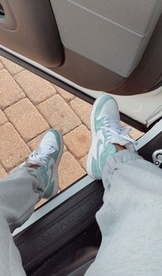 Image discovered by icey gal❄️. Find images and videos about blue, shoes and nike on We Heart It - the app to get lost in what you love. Moda Sneakers, Cute Sneakers, Best Sneakers, Sneakers Fashion, Fashion Shoes, Shoes Sneakers, Kd Shoes, Green Sneakers, Fashion Outfits
