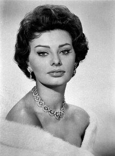 Sophia Loren, fête ses 78 ans ! La grande diva italienne, sex-symbol et icône du cinéma de l'après-guerre, continue de faire rêver la planète entière...