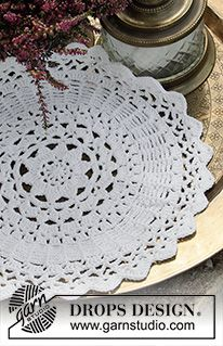 Crocheted place mat in DROPS Safran. The piece is worked in a circle from the middle outwards. Free Crochet Doily Patterns, Beginner Knitting Patterns, Crochet Diagram, Knitting For Beginners, Crochet Doilies, Free Knitting, Drops Design, Magazine Drops, Crochet Dishcloths