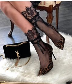 Women shoes With Jeans Casual - - - Women shoes Casual Summer Outfits - Women shoes High Heels Stilettos - Designer Women shoes Jimmy Choo Stilettos, High Heel Pumps, Stiletto Heels, Paris Chic, Socks And Heels, Shoes Heels, Dress Shoes, Dress Outfits, Zara Shoes