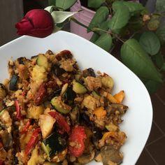 Verduras salteadas y merluza desmenuzada a la plancha (150 g).
