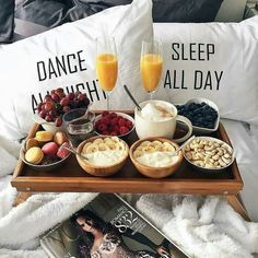 Breakfast In Bed Sunday 51 New Ideas Brunch, Breakfast In Bed, Romantic Breakfast, Yummy Food, Tasty, Food Goals, Aesthetic Food, Food Inspiration, Love Food