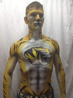Pics of attractive guys with dyed hair or in body paint. Might throw in the occasional mud pic too. May contain nudity or gay content. Body Art Tattoos, Tatoos, Funny Images, Funny Pictures, Body Map, Sports Fanatics, Attractive Guys, Sport Body, Funny Laugh