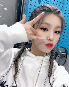 Photo album containing 4 pictures of Yeji Kpop Girl Groups, Korean Girl Groups, Kpop Girls, Foto Instagram, New Girl, Taehyung, Bts Jungkook, Cool Girl, Idol