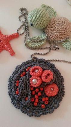 Coralli corallo fatto a mano corallo rosa fatto da borseefilati crochet ganchillo knitting uncinetto bijou bigiotteria medaglione collana collar