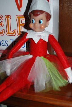 Who else does Elf on the Shelf at Christmas time? If you haven't heard of this Christmas craze, Elf on the Shelf is a little red Elf. Elf On The Self, The Elf, Christmas Elf, Christmas Crafts, Elf Auf Dem Regal, Shelf Inspiration, Elf Magic, Snow Theme, Elf Clothes