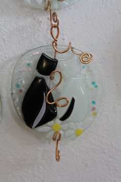 https://flic.kr/p/uGoQia | Art.appendi chiavi.0042 gattini | Bomboniere in vetrofusione con gattini,completo di gancio, € 12,00