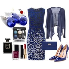 Enjoying #newyeareve  #modernjewellery #styling #elegance  #businesswoman #earrings #instastyle #redpointtailor #fashion #style #ootd  http://bit.ly/1ZZaNt7