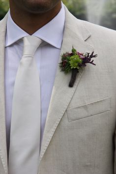 #boutonniere #wedding #green #groom #flowers #marialimon