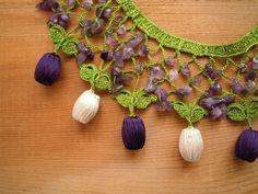 Ganchillo púrpura blanca amatista de babero collar, verde