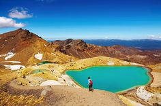 Explore Tongariro National Park, Alpine Crossing in New Zealand New Zealand Tours, New Zealand Travel Guide, Image Desert, Moving To New Zealand, Working Holiday Visa, Road Trip, Emerald Lake, Island Nations, Natural Scenery