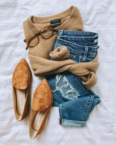 tan sweater - Fashion Ideas - Women Style World Style Désinvolte Chic, Style Casual, Mode Style, Casual Chic, Classy Chic, Trendy Style, Mode Outfits, Stylish Outfits, Fashion Outfits